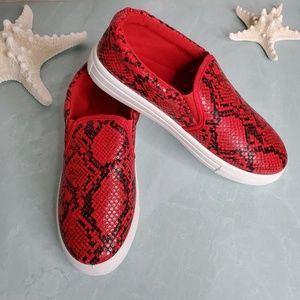 Qupid Shoes - NEW Qupid Red Black Snake Step In Sneaker